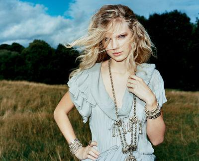 News Roundup: Taylor Swift, The Cranberries, Oasis, Stagecoach Festival