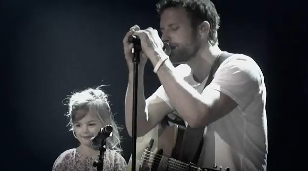 Dierks Bentley Duets With His Daughter At The Ryman